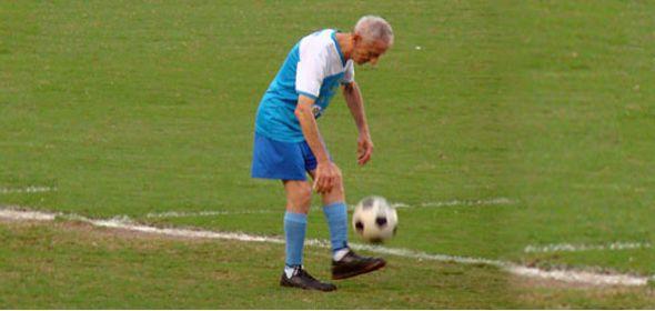 Jogar futebol depois dos 70: pode (e deve!)